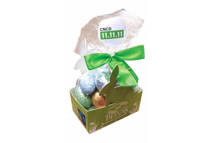 Mélange d'œufs en chocolat bio. Lait et noir, pleins ou fourrés au praliné noisette. Sans gluten, bio et équitable. 150gr.
